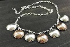 Pennikääty hopeaketjussa alumiini ja kuparipenneistä