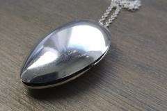 Lusikkamedaljonki on valmistettu hopealusikan pesistä